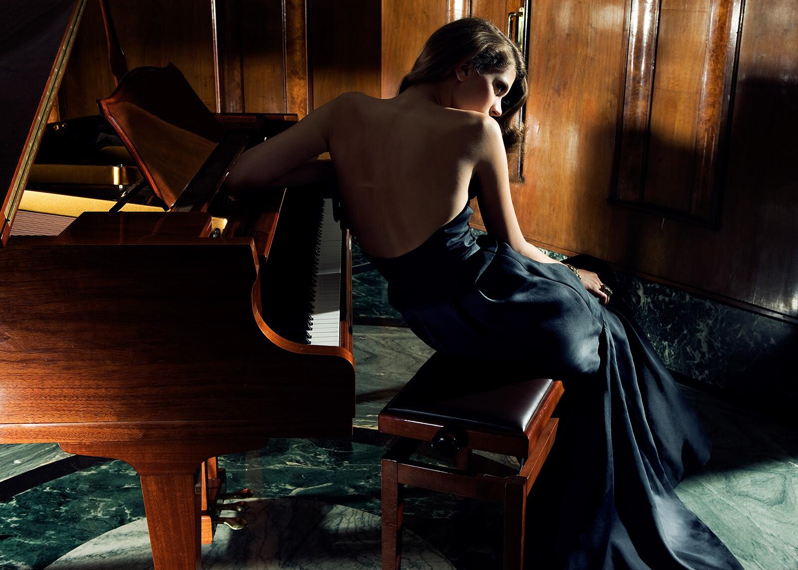 She plays piano - Gianluca Fontana