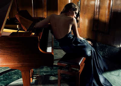 She plays piano von Gianluca Fontana