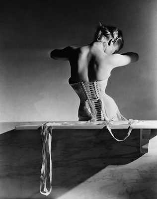 The Mainbocher Corset de Horst P. Horst
