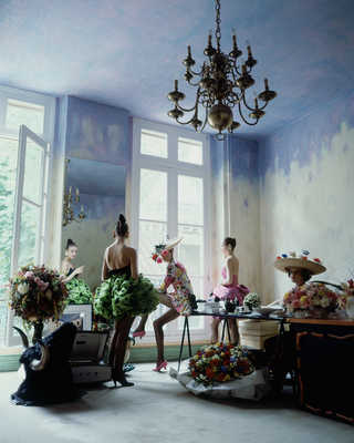At Christian Lacroix's Studio, Paris von Arthur Elgort