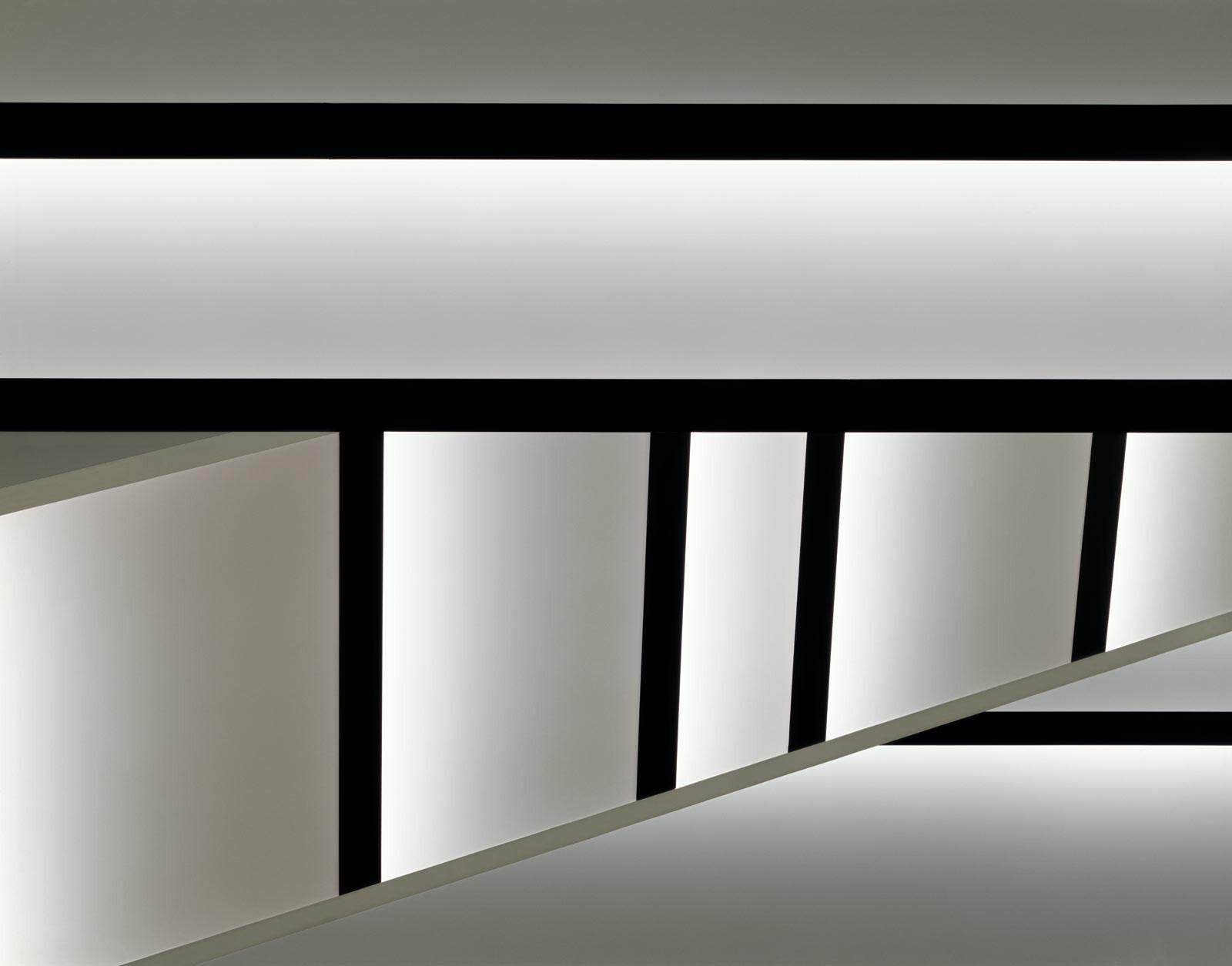Staircase white - Adam Mørk