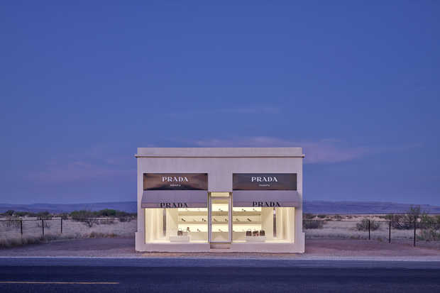 Prada Marfa 7:04AM - Adam Mørk