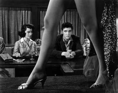 Peggy (Judy Tyler) und Vince (Elvis Presley) by Richard Thorpe