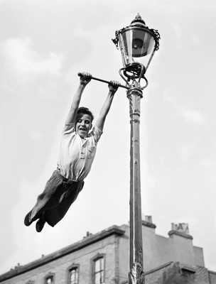 Lamp Post Swing von John Drysdale