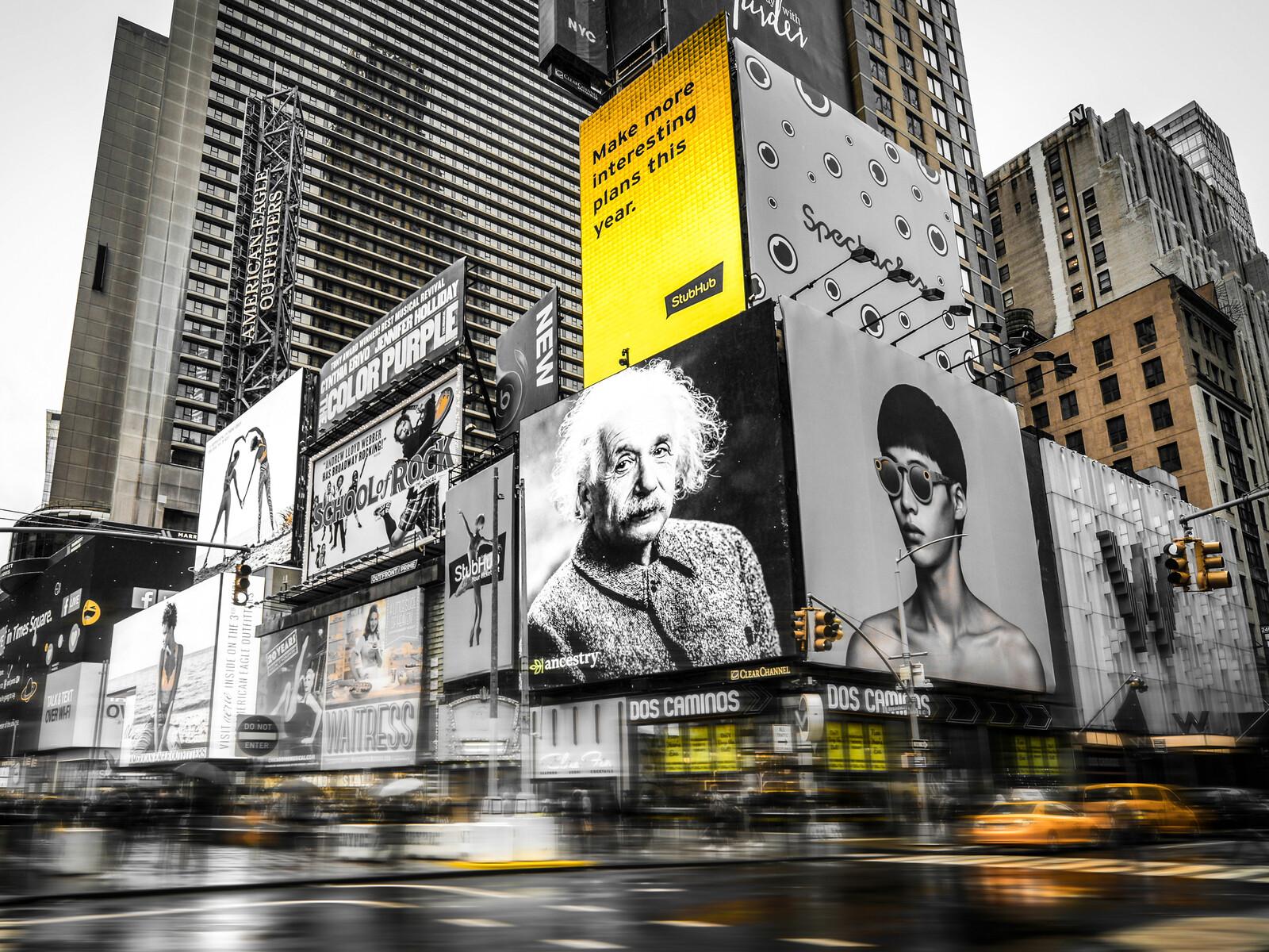 Einstein at Times Square - Johannes Weinsheimer