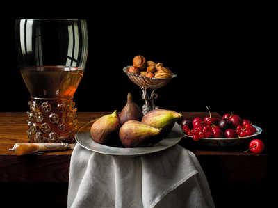 Still life with figs and cherries von Kevin Best