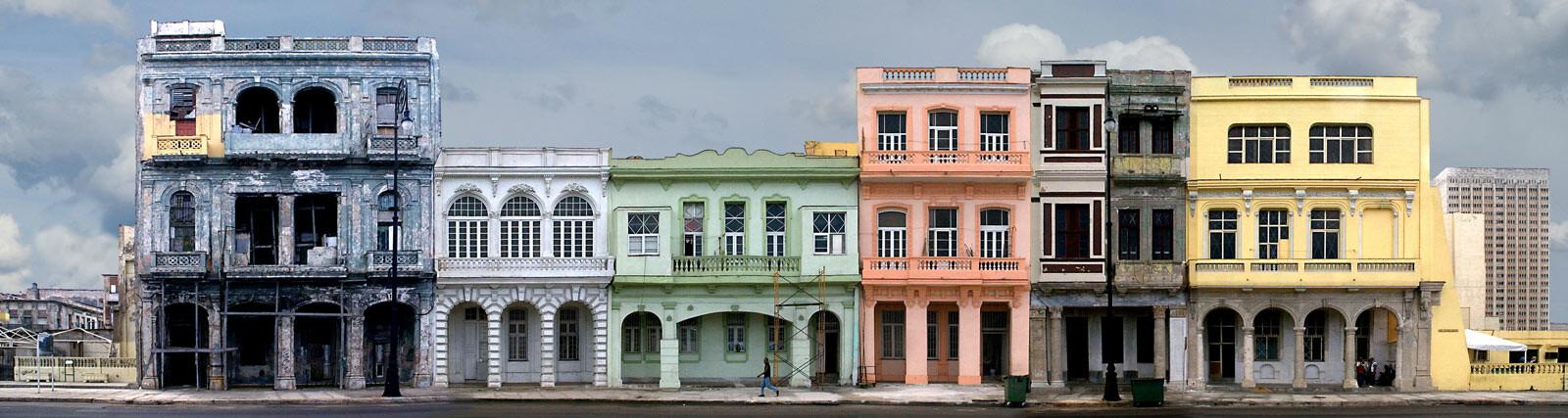Havana, El Malecon #8 - Larry Yust