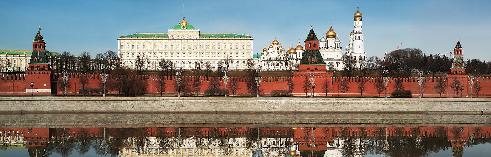 Moscow, Kremlevskaya Embankment - Larry Yust