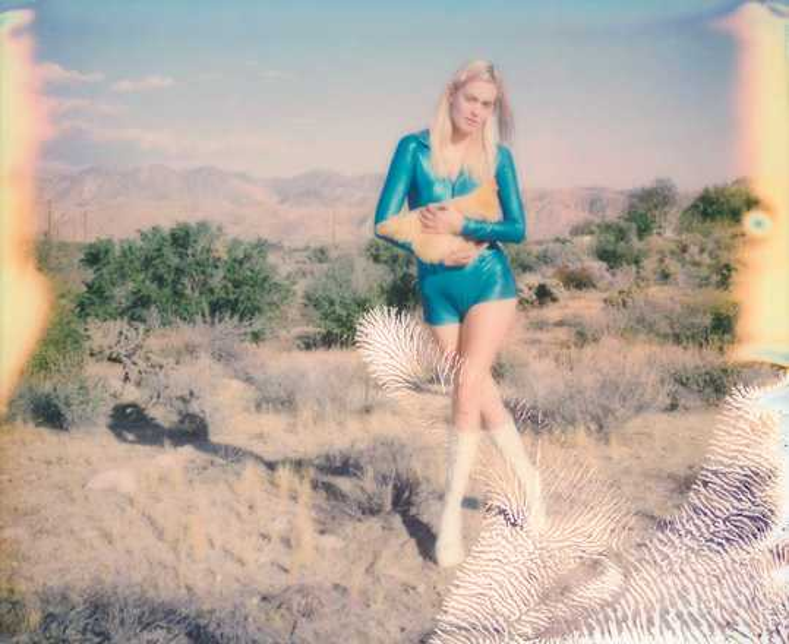 Holding on tight - Stefanie Schneider