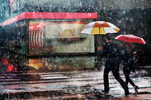 Couple in the rain - Christophe Jacrot