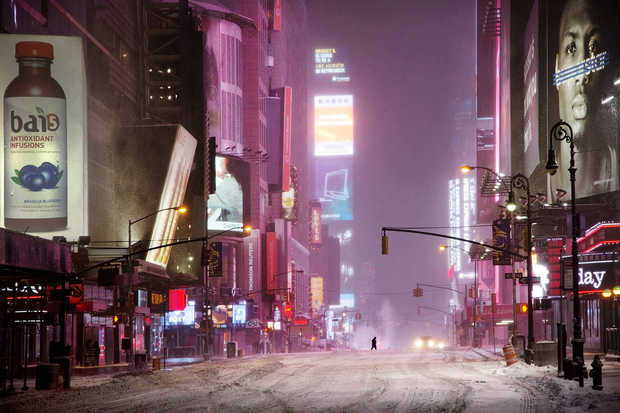 Man in times square - Christophe Jacrot