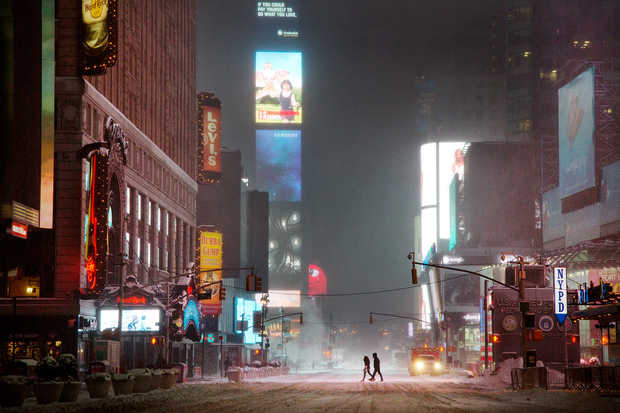 Couple in times square - Christophe Jacrot