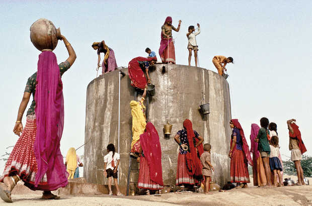 collecting water, Rajasthan - Christopher Pillitz