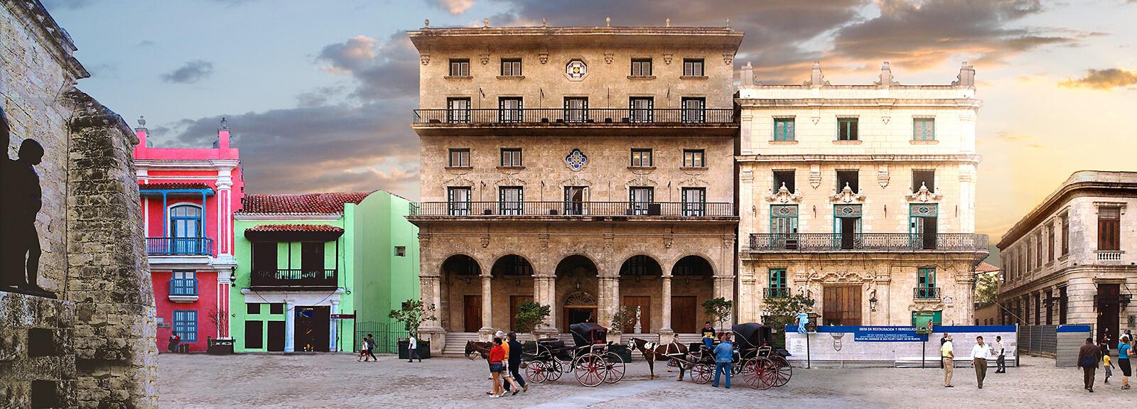 Havana, Plaza de San Fernando - Larry Yust
